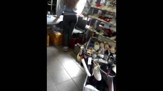 Секси продавщица обуви!!