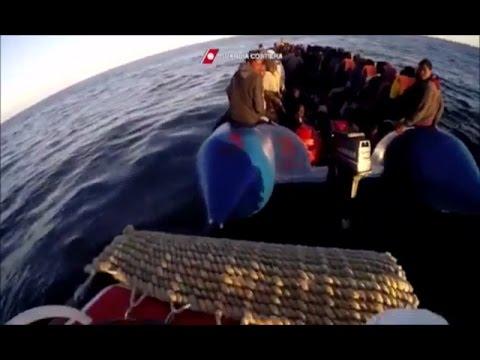 Roma - soccorsi 800 migranti in 9 azioni a largo Libia: 16 morti