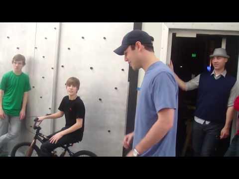 Justin Bieber and Crew Dancing....Relaxing