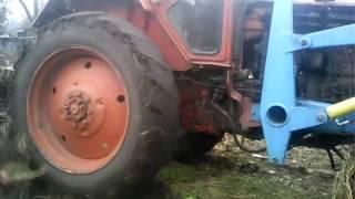 трактор буксує
