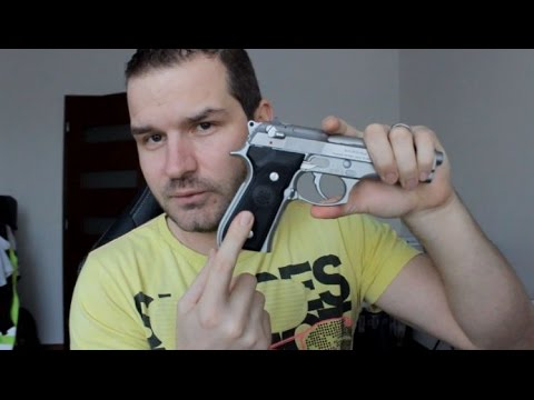 REVIEW of Beretta 92FS with VZ Grips and why i sold Glock 17