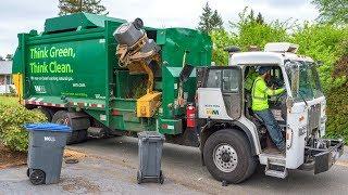 Peterbilt 320 - McNeilus M/A Garbage Truck