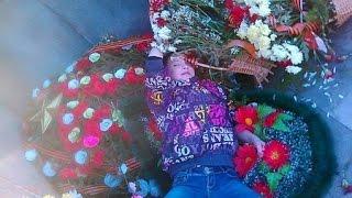 Школьница из Режа устроила нетрезвую фотосессию на мемориале героям войны