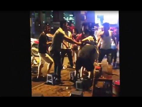 Thanh niên xăm trổ bị đánh hội đồng do hổ báo