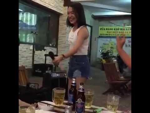 Có ai biết bạn gái hát rong này ở đâu ko .. vừa xinh lại còn hát hay nữa Video: Trần Hòa