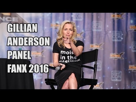 Gillian Anderson Panel at FanX 2016 - YouTube