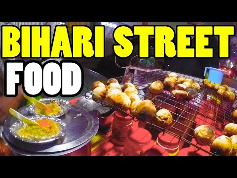 FOREIGNERS EATING INDIAN FOOD | GERMAN GUY LOVES BIHARI STREET FOODS | INDIAN FOOD REACTION