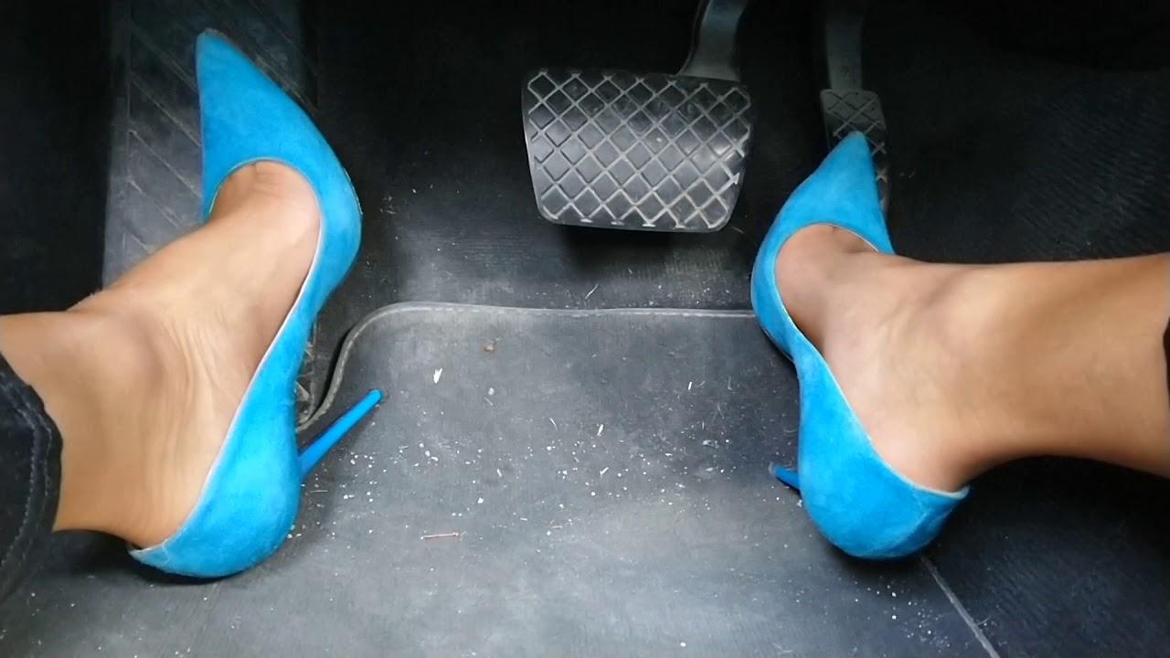 Driving in 13cm Jimmy Choo Highheels