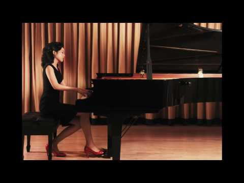 "Lisa Yui plays Beethoven Piano Concerto No. 5 ""Emperor"" (live)"