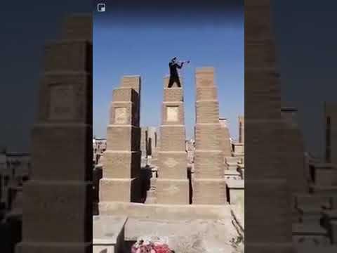 القبض على شخص مخمور في مقبرة النجف يحمل بوق وينادي الموتى للنهوض من اجل يوم القيامة.