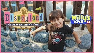 Meet Many DISNEY Characters in this Tour of Disneyland 2018 FOR KIDS - Willy