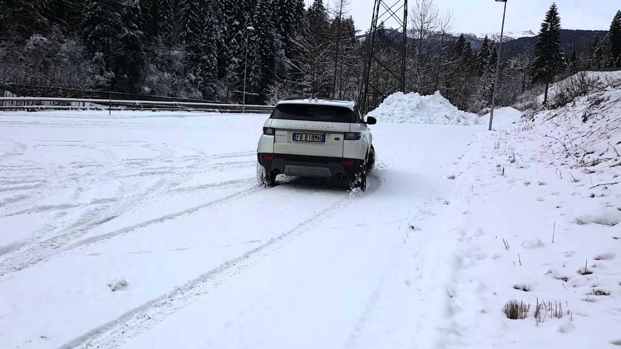Range Rover Evoque snow drift