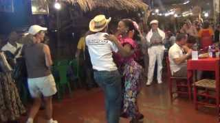 Santo-Domingo (DR) Salsa Dancing at El Conuco (song is by Oscar D'Leon?)