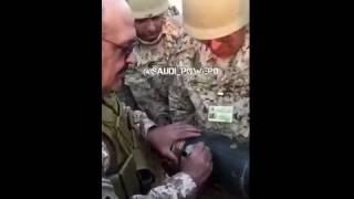 """بالفيديو .. الأمير تركي يدون على قذيفة قبل إطلاقها """" إهداء إلى عدو الله الحوثي"""""""