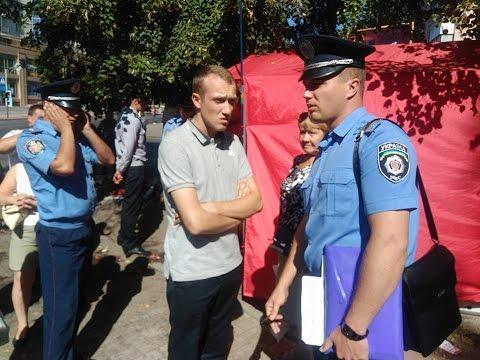 В Житомире полиция разогнала стихийную торговлю из палаток партии 5.10