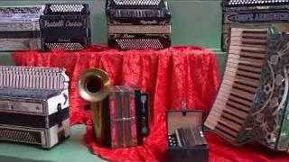 LAURENT JARRY exposition d'accordéons Les Fins juillet 2017