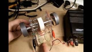 Moteur à repulsion magnétique test 12 V avec volant plomb, de chaque coté!