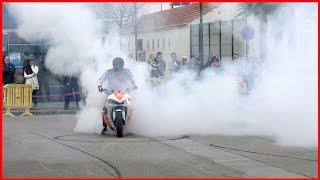 STUNT BIKES wheelies,Drifts, Burnouts - Yamaha R6 vs Honda CBR (STUNT MOTO)