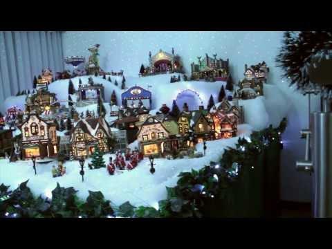 M s de 25 mil metros cuadrados de diversi n en villa na for Villas navidenas de porcelana