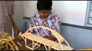 SMA Kristen 1 Solo Bikin Jembatan Unik dari Stik Es Krim