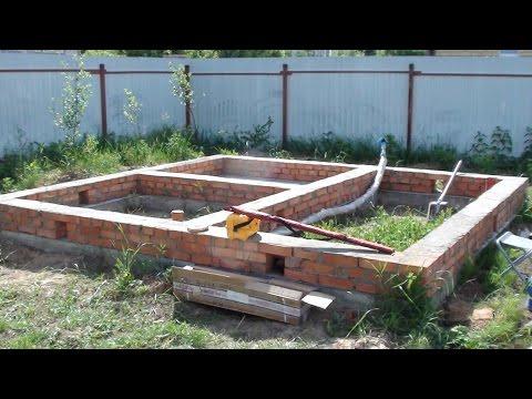 Сборка сруба бани из бруса.  Как сделать фундамент бани из бруса.