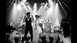 Chú rể, cô dâu nhảy bài Girls Like You và Marry You trong ngày cưới siêu dễ thương