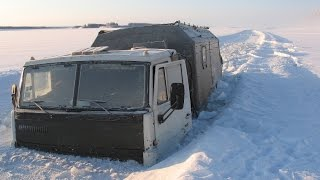 КАМАЗ провалился под лёд!