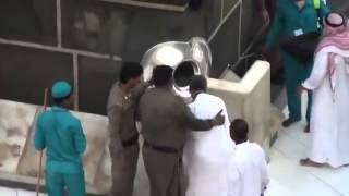 what happened to this man in front of the kaaba oh god i want to do like this man ameen