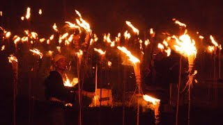 火祭り「松上げ」勇壮に 京都、火災予防・五穀豊穣祈る