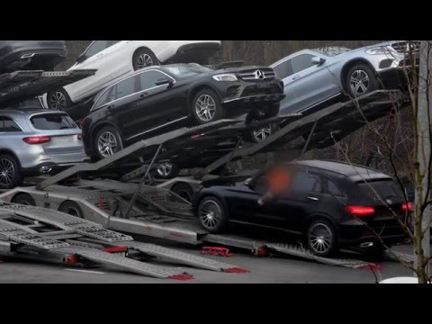 Social dumping by Mercedes Benz and Hodlmayer transport - Video by docwerkers (BE)