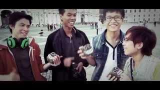 Уроки жонглирования булыжниками для парней из Вьетнама.