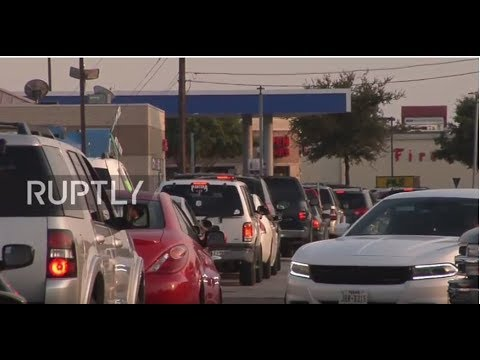 USA: Dallas drivers line at filling stations after gas shortage fears