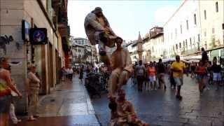 Верона -  живые статуи возле домика Джульетты(Верона - один из тех городов Италии, которые любят посещать туристы. Этот итальянский городок ежегодно посе..., 2013-09-29T19:47:04.000Z)