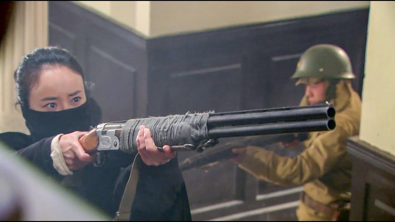 女特種兵營救人質,卻中了日軍圈套,危急關頭躲在房頂逃過一劫!【抗日】