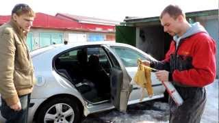 """Škoda Octavia """"oprava"""" prahu montážní pěnou"""