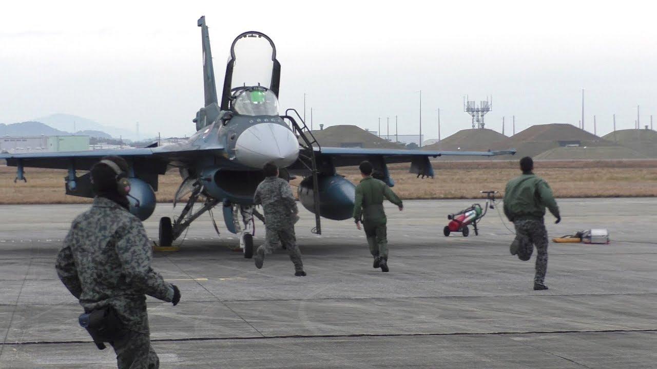 スクランブル発進!!!】 2017 築城基地航空祭 F-2 戦闘機 DEMO SCRAMBLE ...