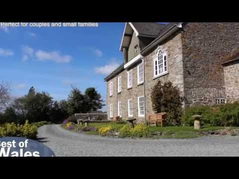 Romantic cottage for 2 with a hot tub in stunning Mid Wales  | Tref y Nant
