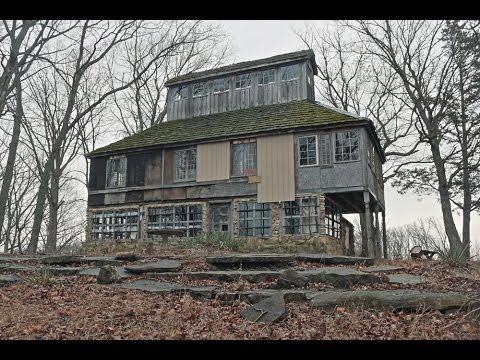 UE - Exploring Millionaire's Abandoned Cottage | Don Robinson House