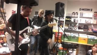 Dead Soul  -  Klipp 05 Live Bengans Linköping 2013