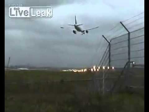 Máy bay Hamburg A320 suýt rơi vì ngược gió