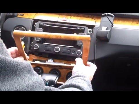 VW Navigation Ausbau./Navigation Car Radio remove