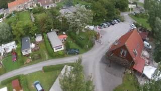"""Survol avec un drone du camping """"Les Cytises"""" vue aérienne."""
