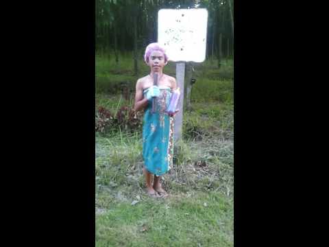 อย่างฮา! เผยคลิปใหม่ สาวบ้านนาคนดังถือสากรายงานข่าว  | 16-06-59 | ThairathTV