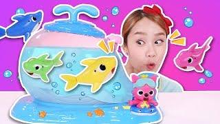 물 밖에서 놀고싶어!! 핑크퐁 상어가족 멜로디 어항세트 아기상어 장난감 놀이 - 지니