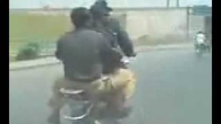 FUNNY PAKISTAN POLICE ON RAID