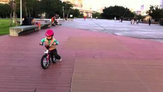 BMW kidsbike(BMW kidsbike riding., 2011-02-11T03:39:38.000Z)