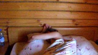 Утро после свадьбы Балкона. У Петюни болит голова.
