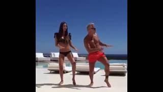 Итальянский миллионер Джанлука Вакки и его зажигательный танец. Трек в описании.