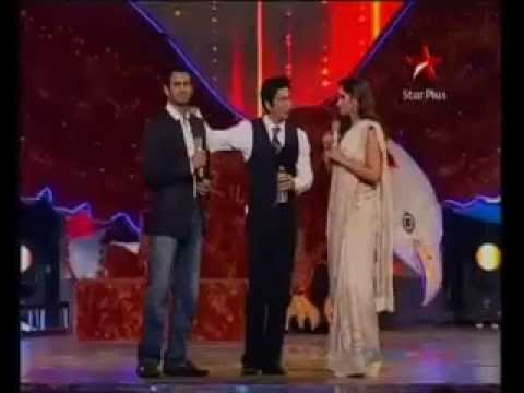 OMG,How Shahrukh Khan is Insulting Shoaib Malik infront of Sania Mirza