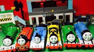 【juguetes de trenes 】 Thomas motorizado - 17 Thomas y sus amigos de tren Motores (00561 es)